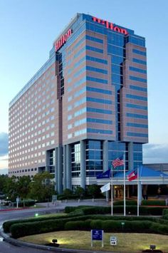 Hilton Atlanta Airport Atlanta (Georgia) Offering free airport shuttle service as well as many modern conveniences and amenities, this Atlanta hotel is close to several area attractions and features spacious accommodations.