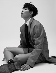 Ryu Jun-Yeol (류준열/柳俊烈) from Harper's Bazaar Magazine February Issue Human Poses Reference, Pose Reference Photo, Male Models Poses, Boy Models, Ryu Jun Yeol, Sitting Poses, Figure Poses, Dynamic Poses, Art Poses