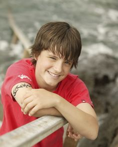 Josh hutcherson young | You want to know about Josh Hutcherson? Well here is Josh's Biography: