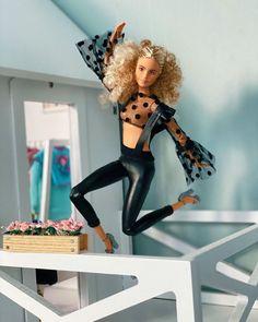 Barbie Life, Barbie House, Barbie World, Fashion Dolls, Fashion Outfits, Doll Clothes Barbie, Barbie Style, Beautiful Barbie Dolls, Barbie Collector