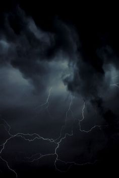 a dark and stormy night. a crack of lightning. Beautiful Sky, Beautiful World, Yennefer Of Vengerberg, Wild Weather, Dark Weather, Extreme Weather, Picture Comments, Stormy Night, Dark Night