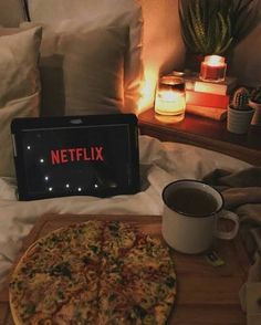 Night Aesthetic, Aesthetic Movies, Aesthetic Food, Aesthetic Pictures, Netflix And Chill, Netflix Time, Summer Bucket Lists, About Time Movie, Night Photography