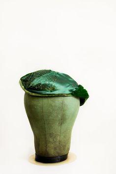 50's Emerald Green Fascinator // Tilt Hat // by SalvatoCollection