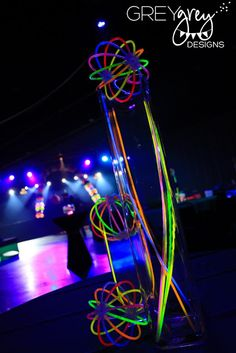 Ideas for Ava's party: Glow stick centerpieces Glow In Dark Party, Glow Stick Party, Glow Sticks, Neon Birthday, 13th Birthday Parties, 24th Birthday, Birthday Ideas, I Party, Party Time