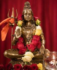 Idol Worship Meaning, Truth & Mystery Idol Worship Meaning - Idol worship is also referred to as Idolatry. Idol worship means worshiping an idol or worship Lord Shiva Statue, Lord Shiva Pics, Lord Shiva Hd Images, Lord Shiva Family, Lord Vishnu, Hanuman Images, Ganesh Statue, Shri Ganesh, Krishna Images