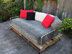 ideen für europalette möbel sofa mit dekokissen