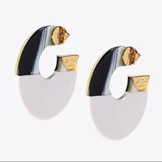 "New Tory Burch BLOCK HOOP EARRING Retail $168+ Brand new with tag and punch  100% Authentic 🚫⛔️No offer ⛔️🚫 Fast shipping  A Sixties-inspired shape and an artful mix of tones give our Color-Block Hoop Earring standout appeal. It fuses ivory and horn-like resin into a flat round disk capped off at each end with a flicker of brass. Made for pierced ears. 	•	 Resin, brass 	•	 Post closure 	•	 Circumference: 1.99"" (5 cm) Tory Burch Jewelry Earrings"