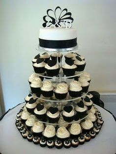 Black and White Wedding cupcake tower Tunstall look at the mini-cupcakes on the bottom! White Wedding Cupcakes, Black And White Cupcakes, Black And White Wedding Theme, Cupcake Tower Wedding, Cupcake Towers, Beautiful Cakes, Amazing Cakes, Wedding Cake Photos, Themed Cakes