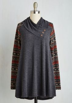 Remember that weekend at the cabin? Clad in this charcoal sweater, you take a bit of that bliss with you wherever you go. A cowl neck, swinging silhouette, and soft knit give this top optimum coziness, while its patterned sleeves and faux-wooden buttons recall the earthy hues of the woods.