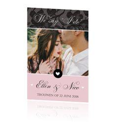 Stijlvolle chique kaart bruiloft met kant en foto