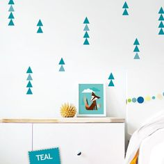 Yellow Triangles Wall Decal Kids Wall Stickers von trendypeasdecals