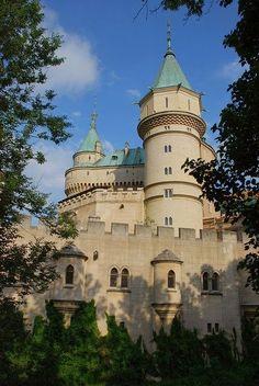 Bojnice Castle Slovakia Bratislava, Castle Ruins, Medieval Castle, Beautiful Castles, Beautiful Buildings, Places To Travel, Places To See, Palaces, Famous Castles