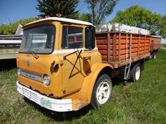 International 2 ton cabover w/ box & hoist : Kramer Auctions Ltd. - North Battleford, Saskatchewan - Canada