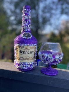 Bedazzled Liquor Bottles, Decorated Liquor Bottles, Glitter Wine Bottles, Bling Bottles, Glitter Wine Glasses, Decorated Wine Glasses, Champagne Bottles, Alcohol Bottle Decorations, Alcohol Bottle Crafts