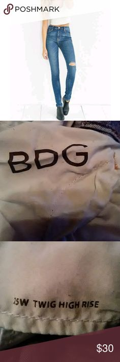 BDG Twig High Rise Distressed Jeans BDG Twig high rise hole in knee jeans Size 25 Inseam 28 Condition good BDG Jeans
