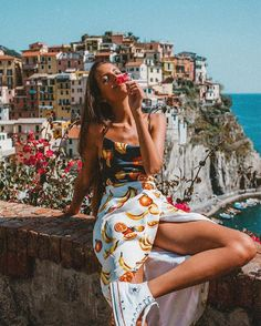 Manarola with Martha Sierra City Outfits, Summer Outfits, Mode Old School, Selfies, Who Runs The World, Insta Photo Ideas, Fashion Poses, Foto Pose, Strike A Pose