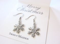 Snowflake Earring #1 Christmas Jewelry, Friendship Bracelets, Snowflakes, Merry, Place Card Holders, Trending Outfits, Unique Jewelry, Handmade Gifts, Earrings