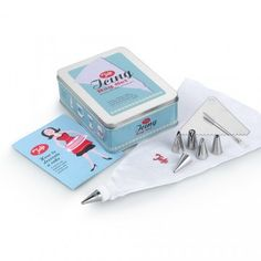 This icing bag set is ideal for beginners, it has a bag, 6 stainless steel easy to clean nozzles and a coupling ring.The Tala icing bag set is part of the retro range and is beautifully presented. Decorating Tools, Cake Decorating, Pipe Decor, Piping Bag, Gifts For Cooks, Tin Gifts, Baking Tools, Baking Ideas, Practical Gifts