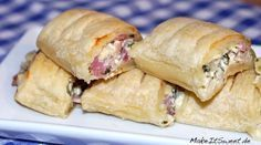 Schinken Haeppchen Blaetterteig Frischkäse Rezept The Effective Pictures We Offer You About pastry kitchen A quality picture can tell you many things. Puff Pastry Recipes, Cream Cheese Recipes, Pizza Recipes, Brunch Recipes, Puff Pastries, Puff Recipe, Thanksgiving Appetizers, Thanksgiving Recipes, Cheese Appetizers
