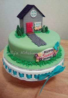 House is made with the FMM more than a birdhouse cutters. Marble cake with chocolate buttercream. Fondant Cakes, Cupcake Cakes, Welcome Home Cakes, Housewarming Cake, Fairy Birthday Cake, House Cake, Cake Shapes, Butterfly Cakes, Gift Cake