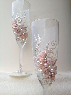 Diy Wine Glasses, Decorated Wine Glasses, Painted Wine Glasses, Wedding Champagne Flutes, Wedding Glasses, Champagne Glasses, Gold Wedding Decorations, Wedding Crafts, Diy Wedding