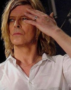 So sad he's gone too soon. He now knows if there is life on Mars. David Bowie Born, David Bowie Tribute, Beautiful Person, Gorgeous Men, Beautiful People, The Bowie, Mick Ronson, Bowie Starman, The Thin White Duke