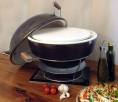 Keramische pizza oven uit Z-Afrika van African Flame. Tafelmodel, bakken op hout of houtskool. Pizza's bakken, BBQ-en, roken, de perfecte zomer-wannahave !