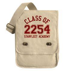 Star Trek Field Bag--I want this badly. Fandom Fashion, Geek Fashion, Star Trek Merchandise, Starfleet Academy, Star Wars, Love Stars, Nerd Geek, Geek Chic, Geeks