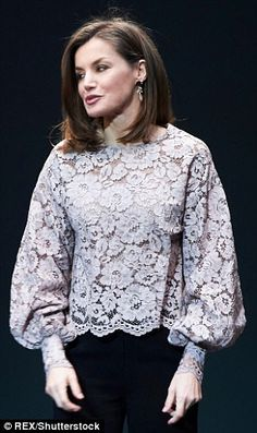 Queen Letizia presents the National Innovation and Design Awards , Letizia's choice to wear an oversize blouse is unusual for royal women who normally opt for a more fitted shape. Kebaya Lace, Kebaya Dress, Muslim Fashion, Hijab Fashion, Fashion Dresses, Fashion Blouses, Blouse Styles, Blouse Designs, Kebaya Modern Dress