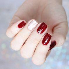 @jennifer_rosa_ sweater nails essie