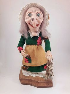 OOAK Polymer Clay Witch Artdoll She loves the nature;she loves all that plants and use them.I guess she is cute and happy witch;also you shouldnt trust her! Mary And Max, Nature Witch, Creepy Art, Doll Maker, Creative Gifts, Clay Art, Small Gifts, Gifts For Him, Art Dolls