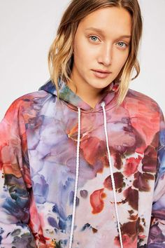 Browse Free People's wide selection of tops for women. Choose from these stylish and comfortable white lace tops, off the shoulder tops, and more! Bleach Tie Dye, Tye Dye, Look Fashion, Diy Fashion, Fashion Hub, Tie Dye Crafts, Tie Dye Outfits, Tie Dye Sweatshirt, Tie Dye Designs