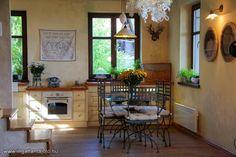 Balatonfüredhez közeli csendes kis településen, Lovas külterületén eladó egy 2007-ben épült, 150 négyzetméteres lakóterű panorámás, ízlésesen kialakított ingatlan 3322 négyzetméteres telekkel. A pinceszinten borospince, borozó, infraszauna, fürdőszob... - Ingatlantájoló.hu