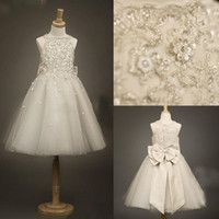 Cheap Ivory flower girls dresses with Jewel Neck beaded Appliques Lace Crystal Glitz A line Girl's Pageant Bow knot Princess Gowns CPS024