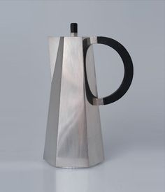 M :: Vinkanna Nlsson - Espresso Pot - 1930 Industrial Design Furniture, Furniture Design, Bauhaus, Art Nouveau, Objets Antiques, Design House Stockholm, Sgraffito, Art Deco Fashion, Kitchenware