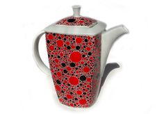 Elegant, 1,5l, red-black dots teapot, who wouldnt want to drink tea from that?
