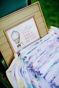 A great idea for the wedding favors..... ;)