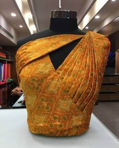 20 Stylish and Trendy Saree Blouse Back Neck Designs - FashionShala Blouse Back Neck Designs, Sari Blouse Designs, Fancy Blouse Designs, Designs For Dresses, Blouse Styles, Neckline Designs, Kurti Back Neck Designs, Traditional Blouse Designs, Saree Blouse Patterns