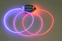 Coleira de Fibra Óptica TECH PETS®.Cor: Azul e Vermelho.Tamanho: Único.Safety and Beauty For All®. Let´s Have Fun®!  www.techpets.net