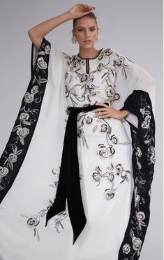 Get inspired and discover The Modern Caftan Collection trunkshow! Shop the latest The Modern Caftan Collection collection at Moda Operandi. Marchesa Fashion, Abaya Fashion, Muslim Fashion, Modest Fashion, Daily Fashion, Mundo Fashion, African Wear Dresses, Mode Abaya, Caftan Dress
