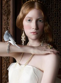 A look inspired by the Renaissance. - A look inspired by the Renaissance. Source by EIDEAL - Renaissance Makeup, Renaissance Hairstyles, Renaissance Wedding, Italian Renaissance, Renaissance Time, Bridal Photography, Portrait Photography, Photography Women, Photography Hacks