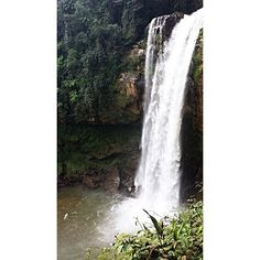 🇺🇸🇬🇧 And from the highest point to one of the waterfalls with the highest drop, our Check-In at the 📍Bridal Veil Waterfall in Matilde, in the interior of the state of Espirito Santo --—--—--—--—--—--—--—--—--—--—--—--—- 🇧🇷 E do ponto mais alto para uma das cachoeiras com maior queda, nosso Check-In na 📍Cachoeira Véu de Noiva em Matilde, no interior do estado do Espírito Santo 🇧🇷🌎✈️🗺 . . #checkinfor2 #viagem #trip #aventura #adventure #experiência #experience #desafio #challenge…