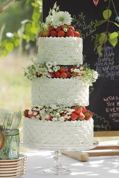 strawberry wedding cake | Berry and Cherry Wedding | Matrimonio primaverile rosso e verde http://theproposalwedding.blogspot.it/ #spring #wedding #cherry #berry #strawberry #matrimonio #primavera #fragole #ciliegie