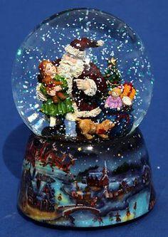 Sfera musicale con neve - Babbo Natale con bambino in Collezionismo, Collezioni diverse, Palle di vetro | eBay