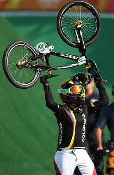 Mariana Pajon of Colombia celebrates after winning the gold during the Women's… Bicycle Girl, Bike, Rio 2016 Pictures, Bmx Racing, Fixed Gear, Old School, Olympics, Cycling, Wheels