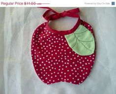 FRUITS Baby Bibs The Apple the Pumpkin the by jeantofashion Baby Shoes Pattern, Shoe Pattern, Baby Patterns, Scrap Fabric Projects, Sewing Projects, Sewing For Kids, Baby Sewing, Burp Rags, Sewing School
