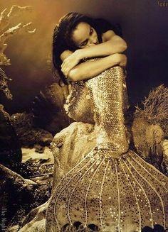 See even Sade wants to be a Mermaid! Ahhhh Sade love her! Real Mermaids, Mermaids And Mermen, Fantasy Mermaids, Sade Adu, Ezra Fitz, Hans Christian, Merfolk, Mermaid Art, Vintage Mermaid