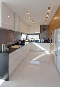 Timber one side white the other and shadow line handles with flat finish not shaker Home Room Design, Living Room Designs, House Design, Kitchen Interior, Kitchen Design, Kitchen Flooring, House Rooms, Luxury Homes, Sweet Home