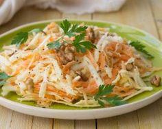 Salade de carottes et céleri à l'orange et au citron : http://www.fourchette-et-bikini.fr/recettes/recettes-minceur/salade-de-carottes-et-celeri-lorange-et-au-citron.html