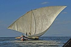 Photo tanzania lake victoria transport dhow wooden sailing boat sail ship scenery zeilschip - Fred Hoogervorst, Wildlife and travel photography Segel Outfit, Sailing Outfit, Yacht Boat, Sail Away, Set Sail, Wooden Boats, Tall Ships, Boat Building, Catamaran